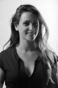 Portrait de Linda Ecalle en noir et blanc