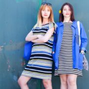 Photo de deux modèles de la marque de vêtement Sarra Sarrita